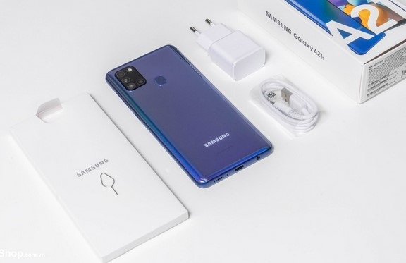 Thiết kế mặt trước và mặt sau của Samsung A21s đều không có điểm chê